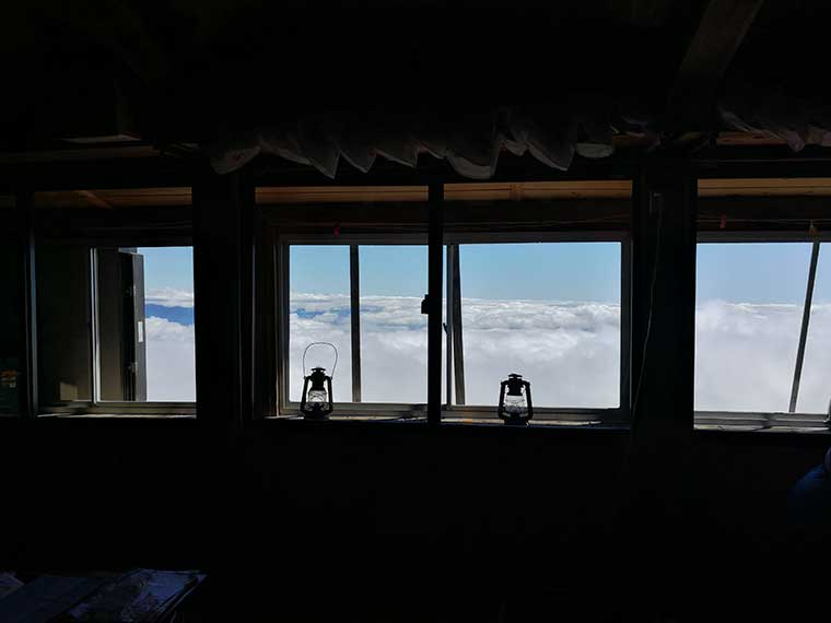石室山荘から見える窓風景
