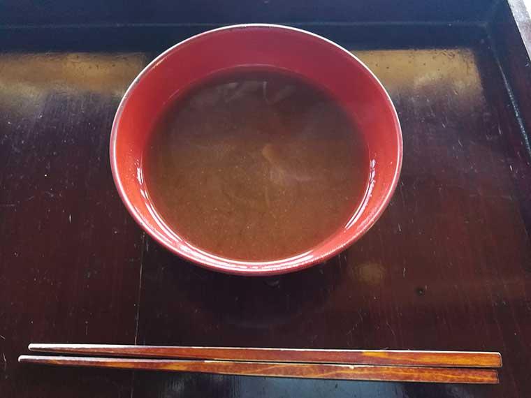 石室山荘の味噌汁